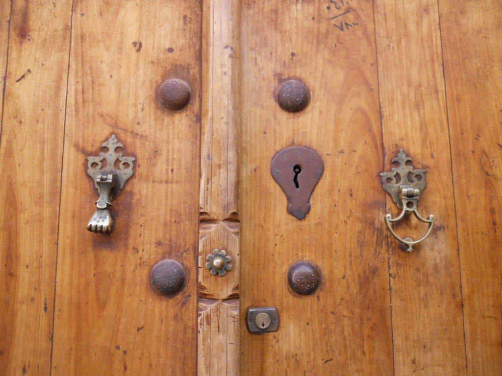 His'n'hers-doorknockers,-Abyaneh