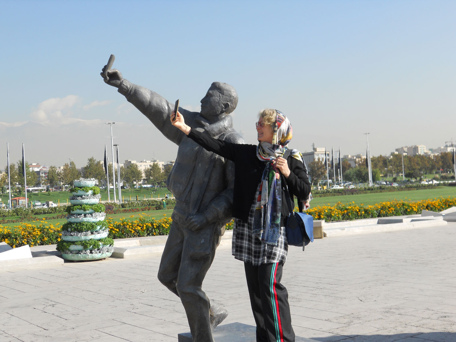 Selfie-at-the-Azadi-monument